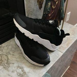 Nike Huarache Women's Size 9.5
